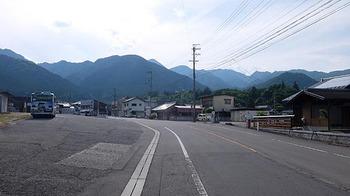 yunoyamaonsen-ekimae.jpg